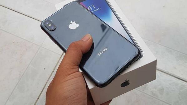 ''Bốc họ'' 20 triệu mua Iphone X tặng người yêu, ai ngờ chàng trai vừa vỡ nợ vừa bị đá không thương tiếc