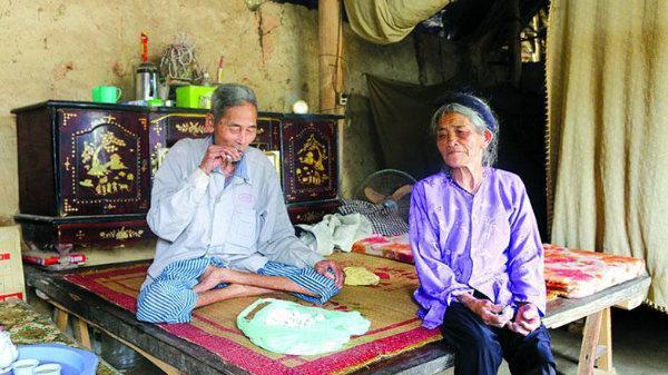 Kỳ lạ ngôi làng ăn đất như ăn kẹo, khách đến nhà mời nhau... miếng đất