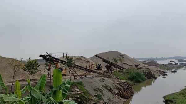 Vĩnh Phúc: Buông lỏng bến bãi xâm phạm hành lang sông Hồng để chống cát tặc?