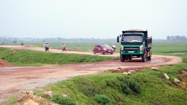 Vĩnh Phúc: Đẩy nhanh tiến độ thi công dự án cải tạo, nâng cấp và mở rộng mặt đê hữu sông Phó Đáy