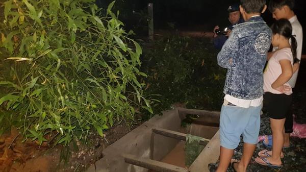 Hàng trăm người tìm kiếm bé trai 10 tuổi bị nước cuốn trôi