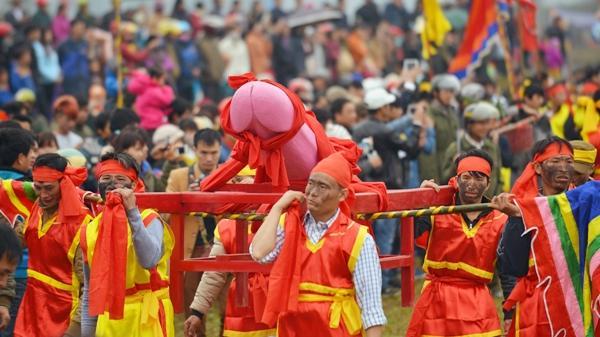 """Lạ lùng lễ hội """"rước của quý"""" ở Việt Nam"""
