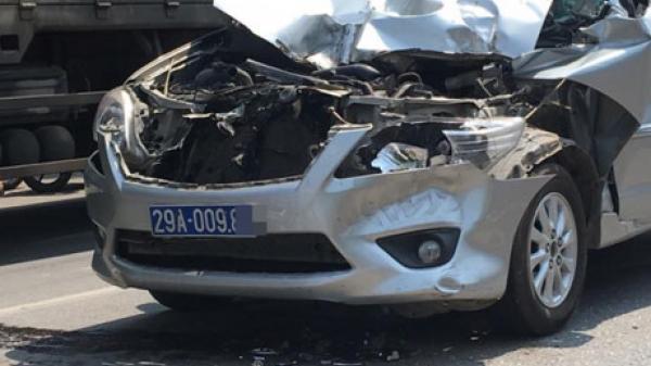Tai nạn khiến ô tô biển xanh 'nát đầu' ở Vĩnh Phúc