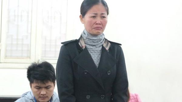 Không được giảm án, nữ bị cáo liên tục đập đầu vào vành móng ngựa tử tự