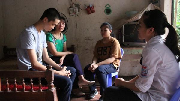 Mẹ đơn thân lo kiếm tiền chữa bệnh cho con bị ung thư máu