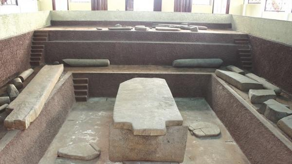 Những bí ẩn chưa có lời giải của ngôi mộ cổ Cự Thạch Hàng Gòn