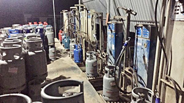Bà Rịa - Vũng Tàu: Bắt vụ sang chiết gas trái phép
