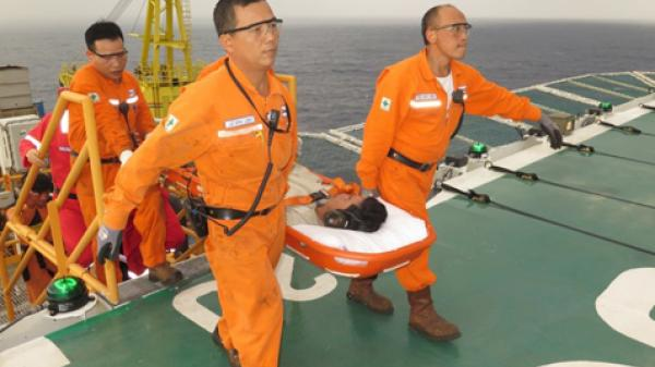 Giàn Khai thác khí Rồng Đôi (Công ty KNOC): Cứu một ngư dân bị đứt lìa chân