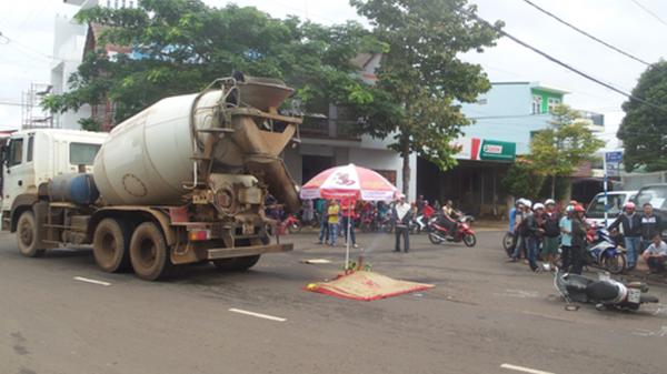 Tin An ninh - Trật tự Bà Rịa-Vũng Tàu: Xe máy va chạm xe trộn bê tông, 1 người tử vong