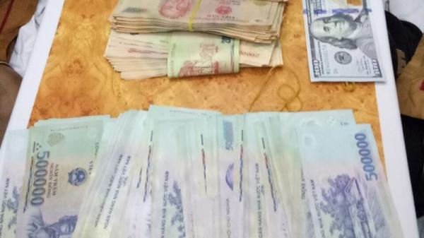 Nữ hành khách bỏ quên bọc tiền lớn trong ba lô trên tàu SE1 khi đến Phú Yên