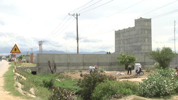 Huyện Ninh Hải xử lý tình trạng đổ đất trái phép và xây dựng trên đất lúa tại xã Hộ Hải
