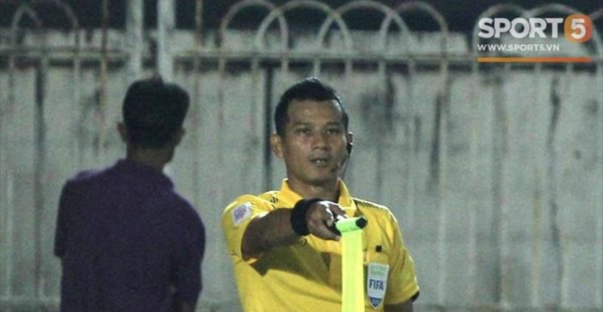 """Trọng tài Thái Lan """"cướp"""" bàn thắng của Việt Nam trước Myanmar"""