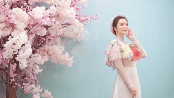 Lý Nhã Kỳ người đẹp gốc Vũng Tàu nền nã với áo dài đầu năm mới