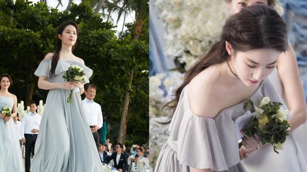 """2 lần làm phù dâu: Lưu Diệc Phi đều trở thành """"tội đồ"""" trong đám cưới"""