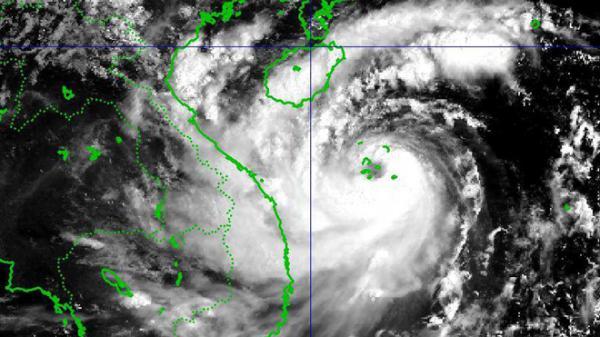 Tâm bão số 10 mưa 400 mm, sơ tán hàng chục nghìn hộ dân