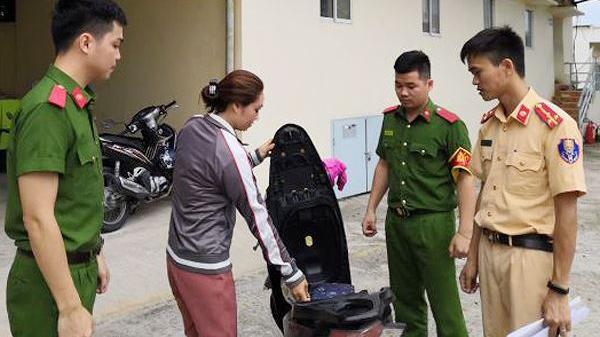 TP.Vũng Tàu: 7 cảnh sát cứu người phụ nữ nhảy cầu Cỏ May tự tử