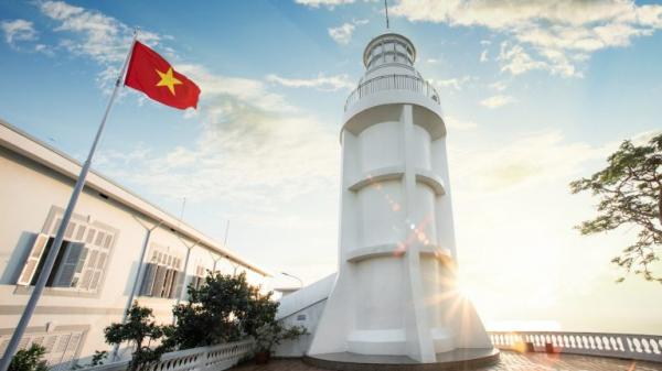 Ngọn hải đăng tại Vũng Tàu được sơn mới