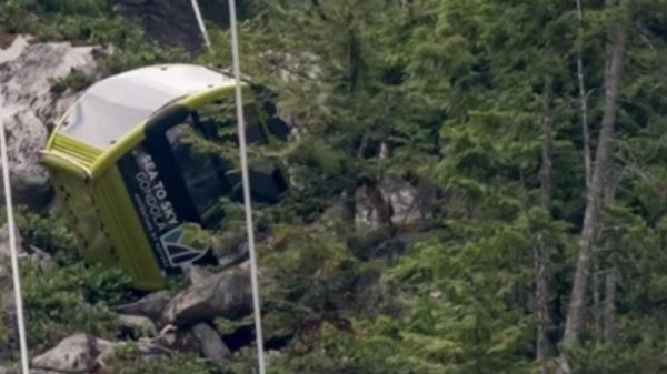 Dây cáp treo ở Canada bị cắt đứt, hàng chục cabin rơi xuống đất