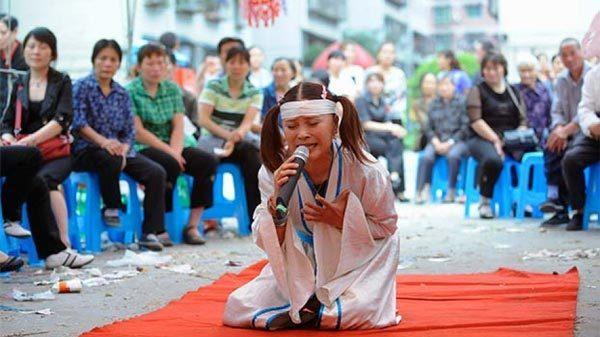 'Việc nhẹ lương cao', khóc thuê kiếm hàng trăm triệu mỗi năm ở Trung Quốc