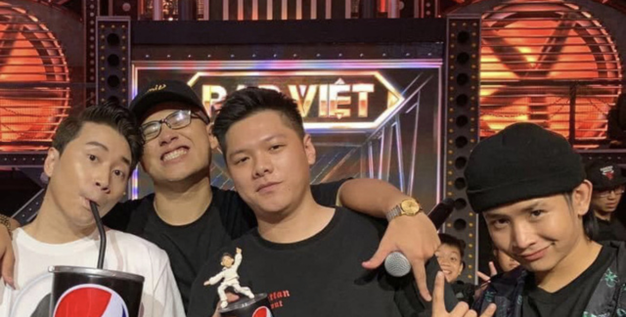Động thái bất ngờ của Karik giữa ồn ào Rap Việt: Đăng hình cả team nhưng thiếu đúng MCK!