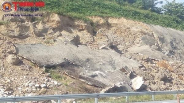 Hàng chục km taluy cao tốc Hà Nội - Lào Cai bị sạt lở