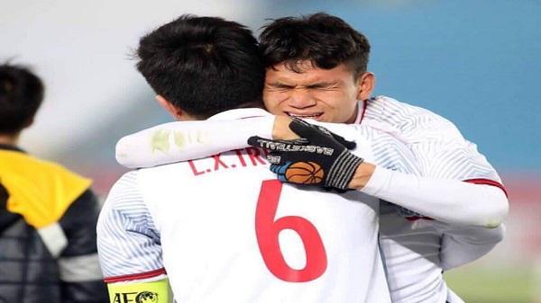 Cầu thủ Phạm Xuân Mạnh: Xong giải chỉ mừng vì có tiền cho mẹ trả nợ