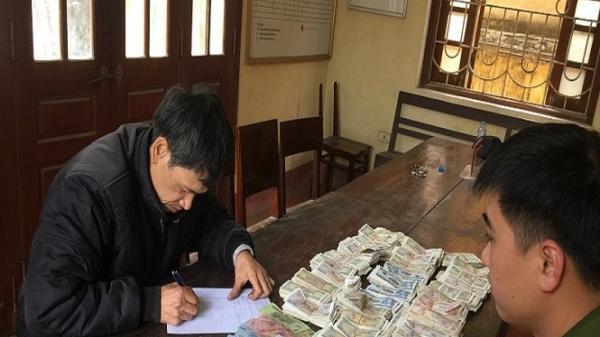 Ninh Bình: Bắt quả tang đạo chích vào chùa trộm tiền công đức
