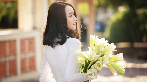 """Thiếu nữ Yên Bái xinh đẹp như hotgirl, khoe nhan sắc ngọt ngào bên hoa loa kèn khiến bao chàng trai """"vừa nhìn đã phải lòng"""""""