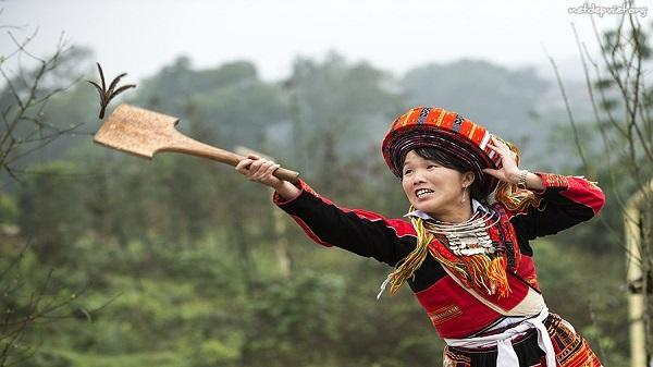 Những trò chơi dân gian không thể thiếu trong các dịp lễ tết của người Mông, Yên Bái