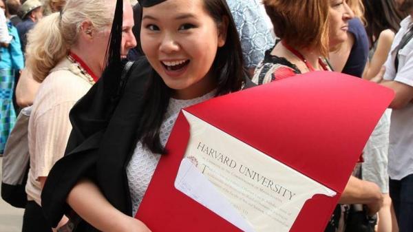 Viết luận về lần đầu mặc áo ngực, nữ sinh Việt trúng tuyển 10/11 trường đại học hàng đầu của Mỹ