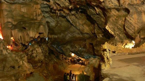 Lạc bước trong 3 hang động huyền ảo như chốn thần tiên ở Yên Bái