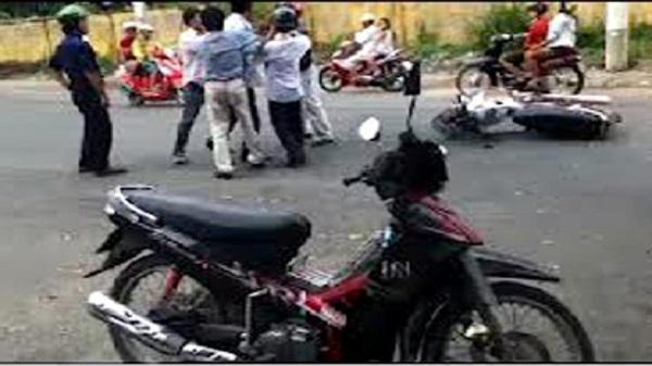 Rủ đồng bọn vây đánh chủ nợ để cướp lại xe máy