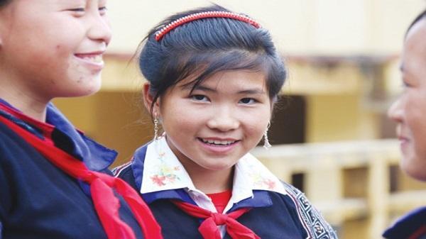 Mù Cang Chải: Thầy cô băng rừng, lội suối tìm trò đi học