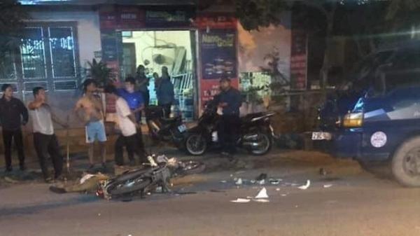 Xe máy đấu đầu xe tải, một người đàn ông tử vong gần chợ