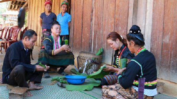 """Tái hiện """"Tết hoa"""" của đồng bào dân tộc Cống tỉnh Điện Biên"""