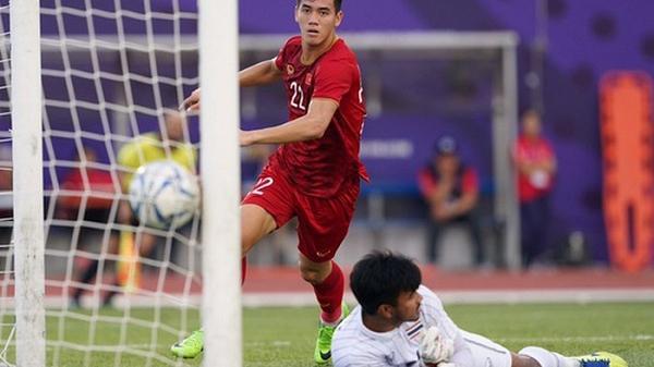"""Bố cầu thủ Tiến Linh: """"Tôi thót tim, lo lắng khi thấy con trai đá penalty"""""""