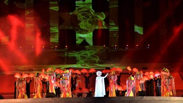 Chủ tịch Quốc hội đánh chiêng khai mạc Tuần Văn hóa, du lịch Hòa Bình