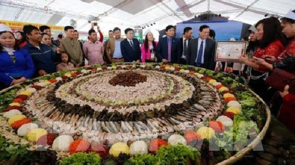 Kỷ lục mâm cỗ lá đặc sắc nhất Việt Nam