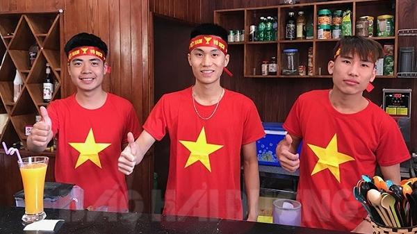 Nhà hàng tất bật chuẩn bị phục vụ cổ động viên xem chung kết bóng đá