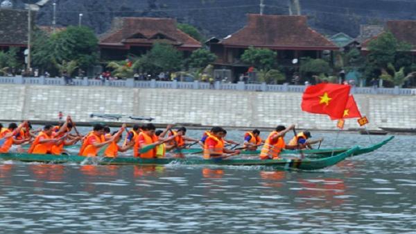Thị xã Mường Lay gấp rút chuẩn bị cho Lễ hội Đua thuyền đuôi én lần thứ 6