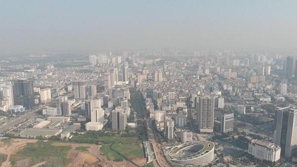 Sương mù dày đặc khiến Hà Nội, vùng lân cận chìm trong ô nhiễm bụi mịn