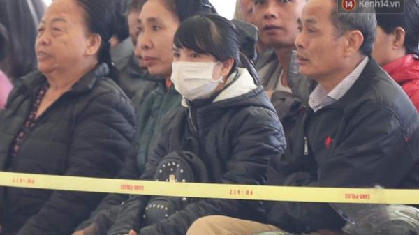 """5 giờ ngồi tòa và nỗi đau đớn tột cùng của chị gái nữ sinh giao gà: """"Gia đình đã quá mệt mỏi, xin đừng công kích thêm nữa"""""""