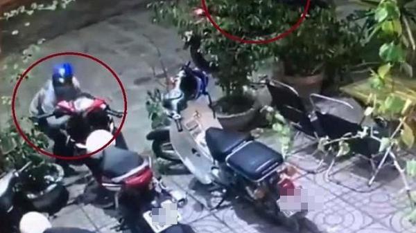 Dựng xe máy ven đường bị kẻ gian lấy trộm