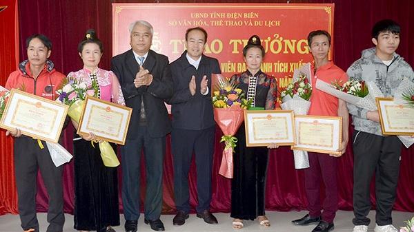 Trao thưởng HLV, VĐV Điện Biên đạt thành tích xuất sắc tại các giải thi đấu
