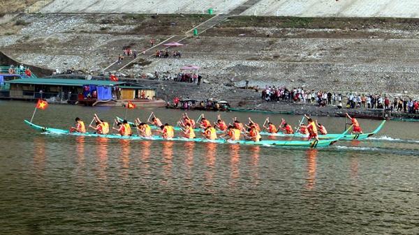 Điện Biên: Trao 45 giải cho các đoàn, VĐV thi đấu tại Lễ hội Đua thuyền đuôi én năm 2020