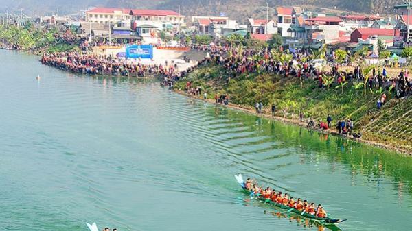 Mường Lay hút khách du lịch từ Lễ hội Ðua thuyền đuôi én