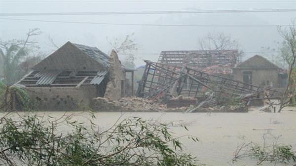 20 người chết, 81 nhà sập do mưa lũ
