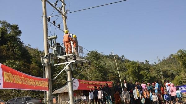 Hơn 100 hộ dân ở Điện Biên có điện trước Tết Canh Tý