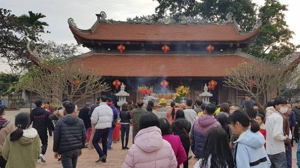 Hải Dương: Đền Bia, đền Tranh 'thất thủ' vì du khách ồ ạt đổ về