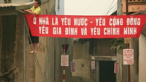 Người viết khẩu hiệu tuyên truyền phòng, chống dịch Covid-19 ở Điện Biên